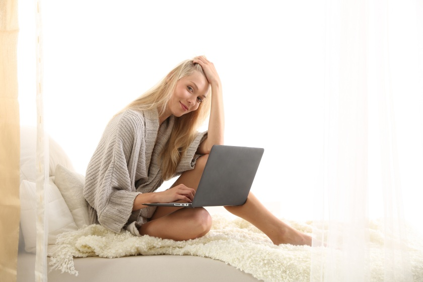 laptop-computer-mobile-work-girl-woman-1374298-pxhere.com